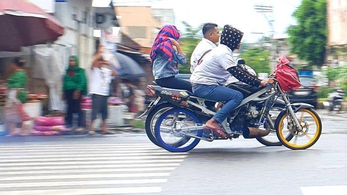simpatisan-melakukan-konvoi-mengendarai-sepeda-motor.jpg