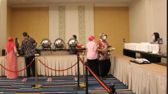 Simulasi penyelenggaraan pernikahan di Hotel Santika Pekalongan dengan menerapkan protokol kesehatan.