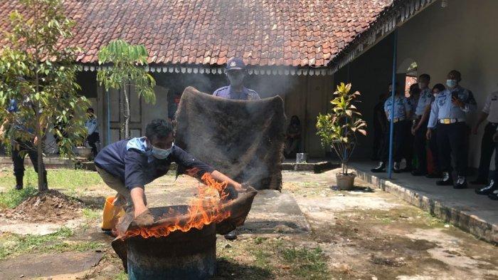 Warga Binaan Rutan Salatiga Latihan Padamkan Kebakaran