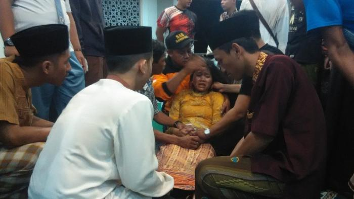 Kesurupan Massal Terjadi karena ada Siswa yang Mengambil Batu di Candi Borobudur