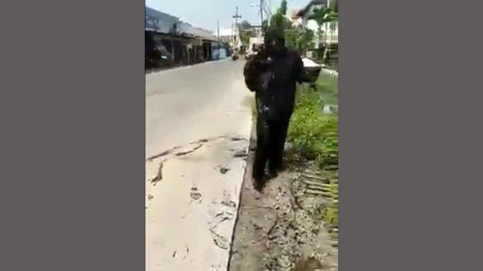 Gerombolan Siswa Pati Nyemplung Got, Tubuh Menghitam: Warung Tongkrongan Ambrol