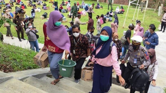 Ungkapan Suka Cita dan Haru Siswa SMPN 4 Mrebet yang Kembali Pulang Usai Jalani Isolasi Terpusat