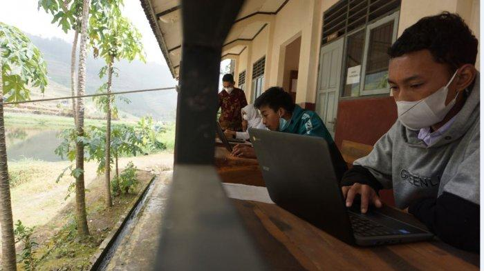 Cara Kreatif SMPN 4 Bawang Batang Siasati Kendala Akses Internet Pembelajaran Daring