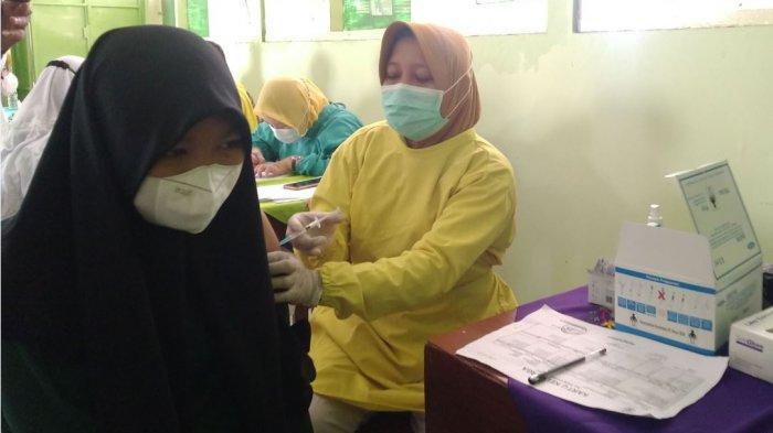 700 Siswa SMPN 1 Cepiring Jalani Vaksinasi Dosis 1