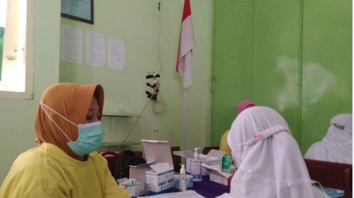 Siswa SMPN Cepiring Kendal jalani vaksinasi Covid-19 dosis pertama, Selasa (7/9/2021).