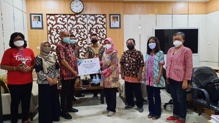 Alumni Smansa Semarang Sumbang Sembako Korban Bencana