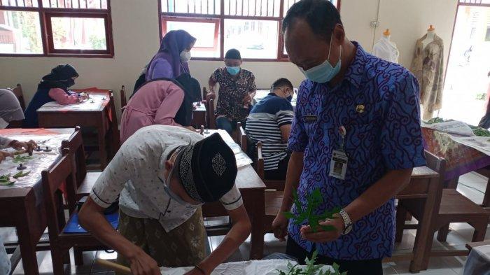 Banyak Warga Jadi Korban PHK Karena Pandemi, SMKN 1 Sayung Beri Pembekalan Latihan Membatik