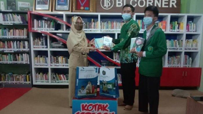 Peduli Literasi, SMP Darul Ihsan Muhammadiyah Sragen Sumbangkan Buku Karya Santri ke Perpusda