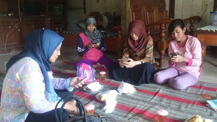 Bidan Pegang Kunci Penting Terkait Sosialiasi SMSBunda Untuk Ibu Hamil di Kendal