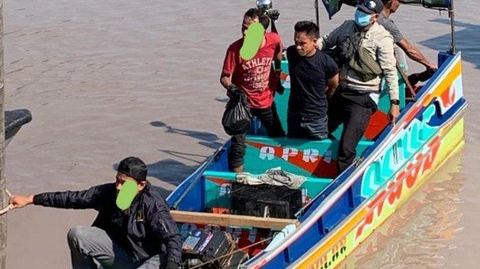 Speedboat mini saat diperiksa petugas BNNP Bangka Belitung di perairan Sei Selan, Bangka Tengah.(Dok.BNNP)