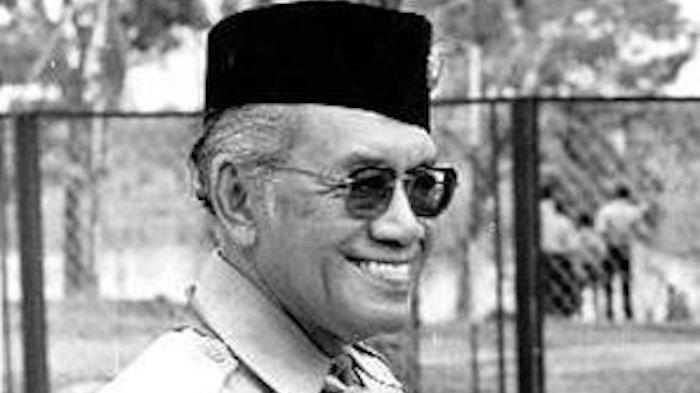 Sultan Hamengkubuwono IX Bapak Pramuka Indonesia, Murka Disogok Mercedes Benz dan Sekoper Uang