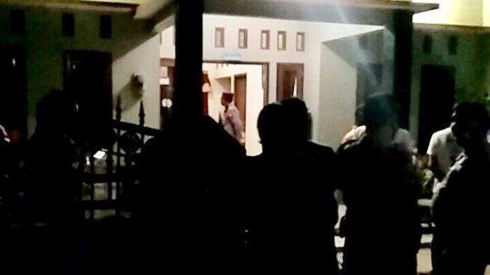 BREAKING NEWS: Seorang Pria Ditemukan Meninggal Gantung Diri di Tembalang Semarang