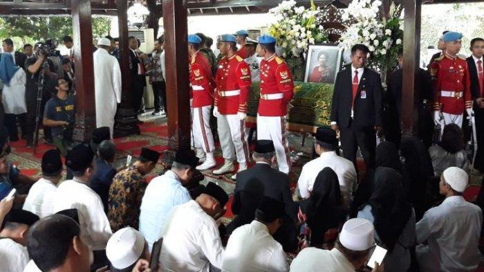 KH Maruf Amin Pimpin Salat Jenazah Ani Yudhoyono di Cikeas