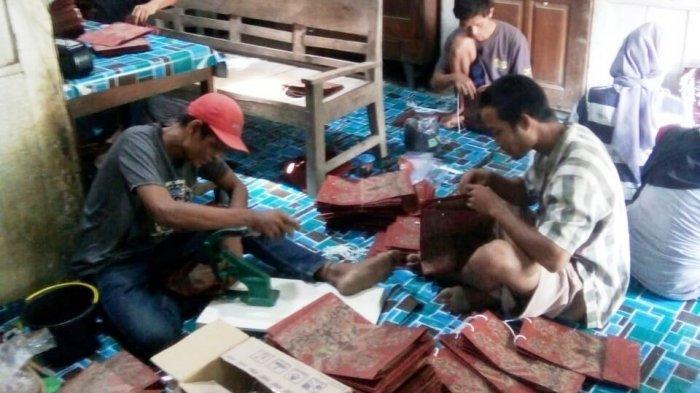 Semangat Anggota Komunitas Kreasi Difabel Kab.Tegal, Produksi Paper Bag, Pemasaran Sampai Jakarta