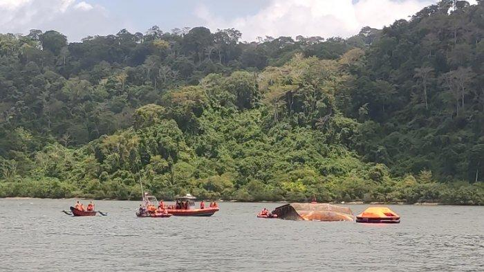 Kapal Oleng dan Tertepa Angin Kencang, Penyebab Kapal Terbalik di Cilacap Masih Diselidiki