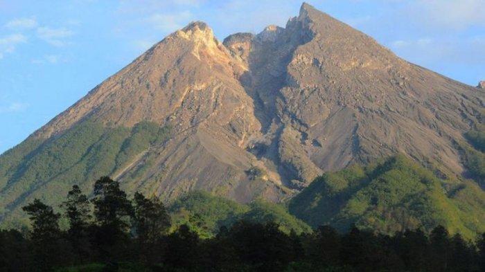 Gunung Merapi Luncurkan Awan Panas Sejauh 2 Kilometer Mengarah Barat Adaya Malam Tadi