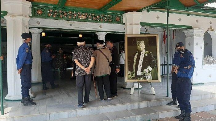 Prosesi Pemakaman Sultan Sepuh Cirebon, DiantarJalan Kaki 7 KM dari Keraton Ke Gunung Jati