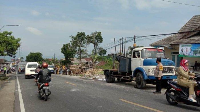 Suasana lokasi kecelakaan tragis kembali terjadi di jalur tengkorak Kertek-Parakan, tepatnya di Desa Candimulyo Kecamatan Kertek, Wonosobo, Senin (31/5/2021).