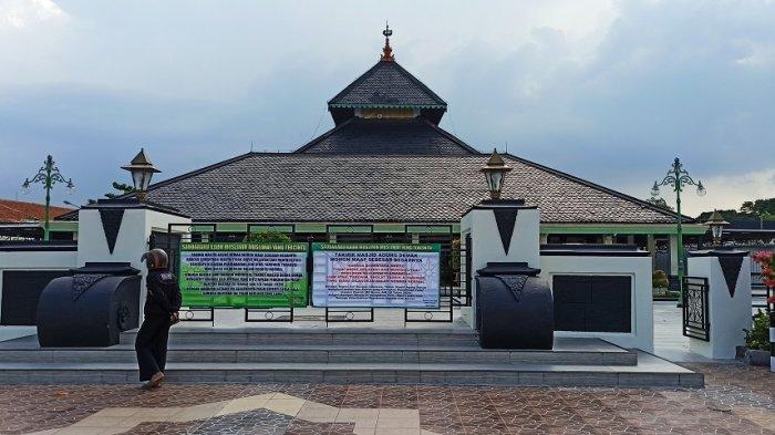 Panitia Kurban Masjid Agung Demak Lakukan Penyembelihan Hewan Kurban Hari Ini