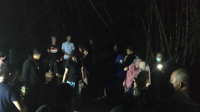 Foto Pemakaman Lukman dan YSR Pelaku Bom di Gereja Katredal Makassar: Satu Liang Lahat Samping Ayah