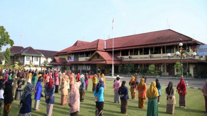Upacara Peringatan Hari Lahir Pancasila di Sragen Berlangsung Khidmat, Peserta Gunakan Baju Daerah