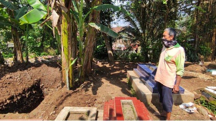 Cerita Diwan 40 Tahun Jadi Tukang Gali Kubur, Baru Kali Ini Pekerjaannya Dianggap Berarti