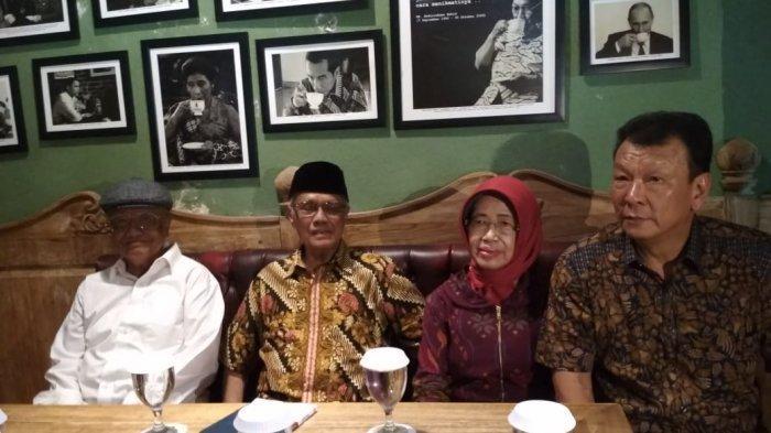 Kata Paman Jokowi Soal Hoax Antek PKI hingga Anti Islam: Dia Bahkan Berhaji Sebelum Jadi Walikota