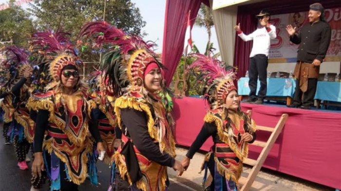 Suku Indian Jadi Pusat Perhatian di Karnaval Desa Keborangan, Batang