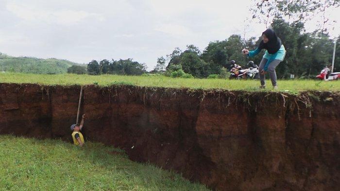 Bupati Semarang Belum Temukan Solusi Tangani Tanah Ambles di Sumowono