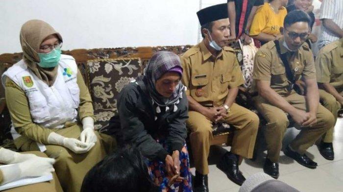 Surati, warga Kecamatan Sawangan, Kabupaten Magelang, ditemukan selamat di lereng Gunung Merapi, Kabupaten Boyolali, Senin (24/5/2021).