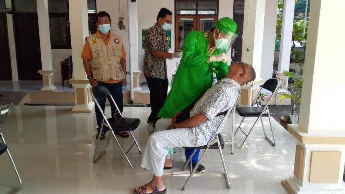 Deteksi Dini Covid-19, Warga dengan Mobilitas Tinggi di Kraton Tegal Jalani Swab Test