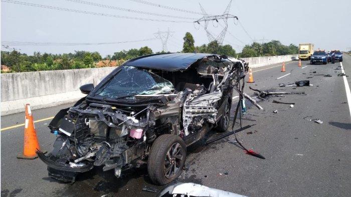 BREAKING NEWS: Rush Tabrak Truk di KM 333 Tol Pemalang-Batang, Dua Orang Meninggal Dunia