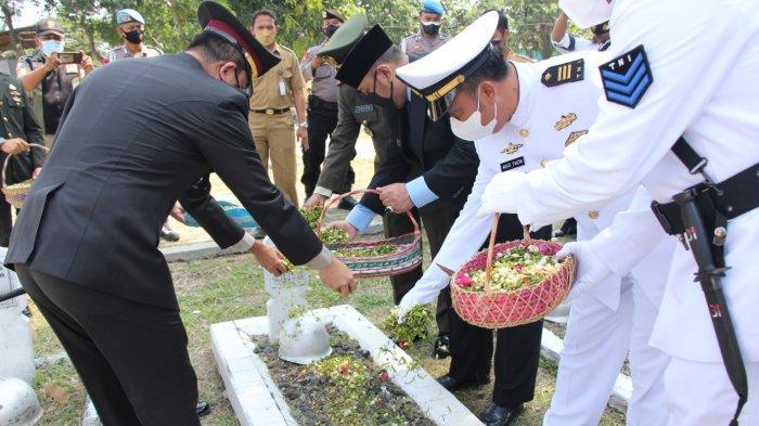 Jelang HUT TNI, Forkopimda Kota Tegal Ziarah dan Tabur Bunga diTMP Pura Kusuma