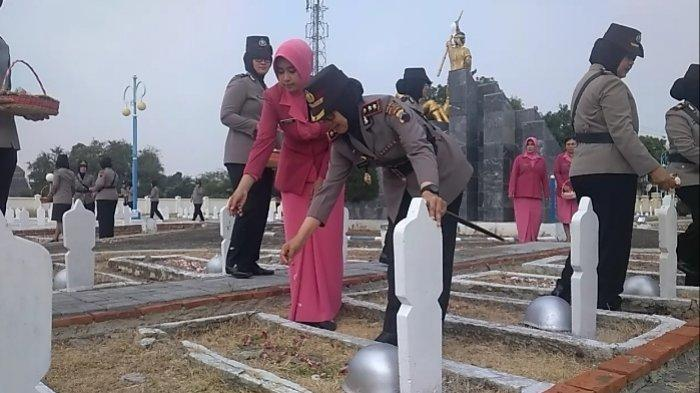 250 Polwan se Eks Karesidenan Pekalongan Ziarah ke TMP Pura Kusuma Tegal