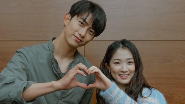 Taecyeon dan Kim Hye Yoon Dijuluki The Next Dimple Couple karena Drakor Secret Royal Inspector Joy