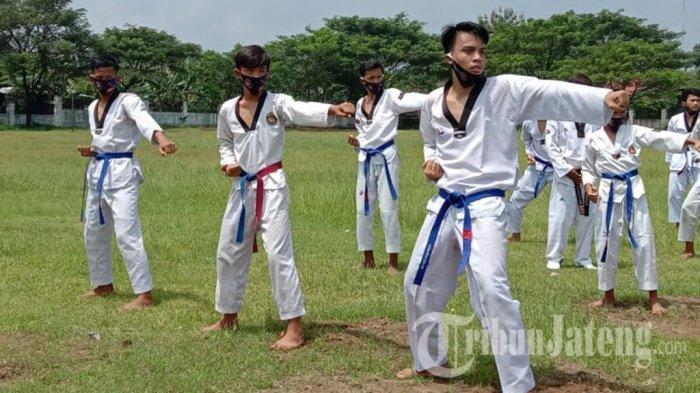 Taekwondo Kabupaten Karanganyar Gelar UKT Sekaligus Jaring Bibit Atlet