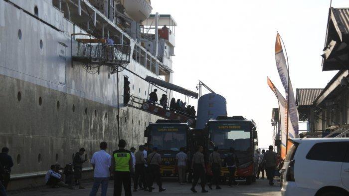Tahanan Terorisme dan Keluarga Asal Palangkaraya Tiba di Pelabuhan Tanjung Emas Semarang