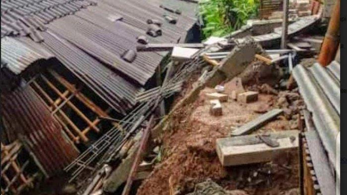 Diguyur Hujan Deras, Talud Ambrol Timpa Kandang Belakang Rumah Warga di Ngargoyoso Karanganyar