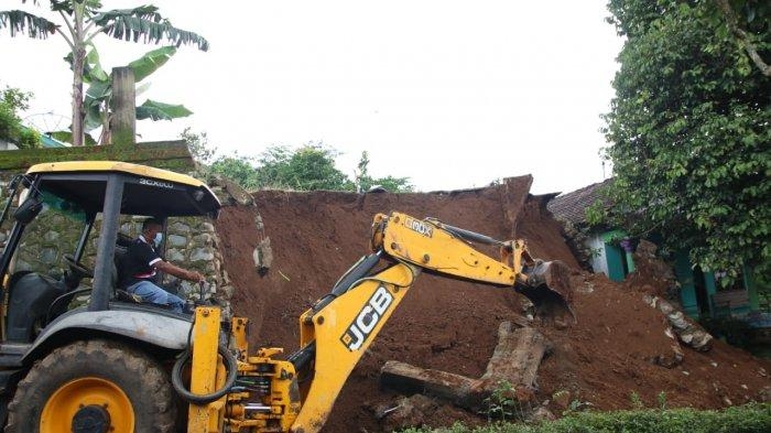 Talud Desa Klumpit Longsor Tutup Akses Warga