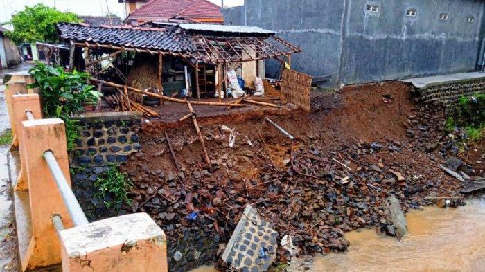 Talut Ambrol Sudarto Khawatir Menggerus Bangunan TK, Berada di Tepian Sungai Bletek Pati