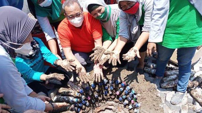 Manfaatkan Sampah Plastik, DLH Kota Semarang Bersama Marimas Bangun Taman Ecobrick