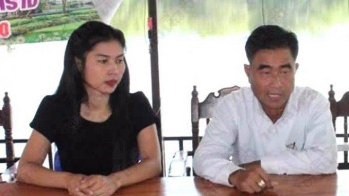 Tambon Prasert didampingi istri terbarunya, Nam Fon (27), saat konferensi pers perihal istrinya yang berjumlah hingga 120 orang. Di Thailand, poligami adalah hal ilegal.