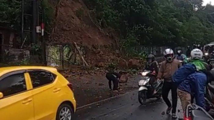 BREAKING NEWS: Tanah Longsor di Turunan Gombel Lama Semarang, Lalulintas Macet Parah