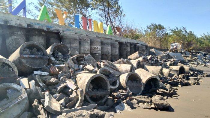 Tanggul Utama Pantai Kamulyan Cilacap Nyaris Ambrol Diterjang Gelombang Tinggi