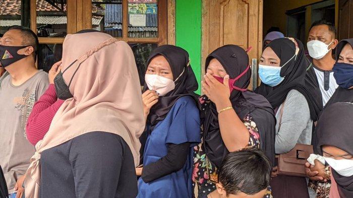 Tangis Pecah, Empat Korban Kecelakaan Maut di Sokaraja Banyumas Dimakamkan Dalam Satu Liang