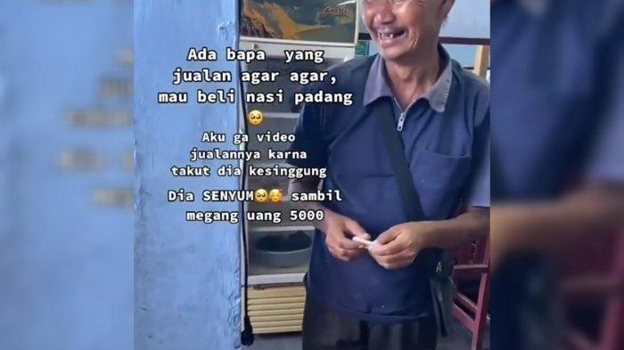 Tangkap layar video seorang penjual agar-agar yang hendak membeli nasi padang dengan uang Rp 5.000. Video ini viral di media sosial.