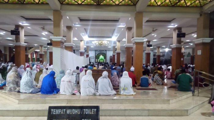 Tarawih Perdana di Batang Dipenuhi Umat: Sudah Vaksin, Yakin Semua Aman