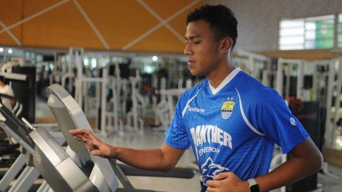 Alami Benturan di Wajah saat Internal Games, Kiper Persib Bandung Dilarikan ke Rumah Sakit