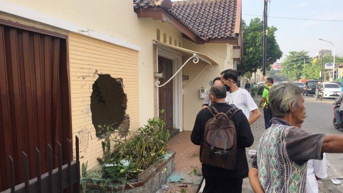 BREAKING NEWS: Kecelakaan Truk Tabrak Mobil dan Rumah di Jalan Widoharjo Semarang Pagi Ini
