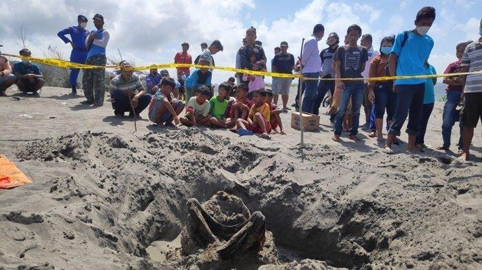 temuan kerangka manusia di Pantai Parangkusumo, Bantul, Selasa (21/9/2021)